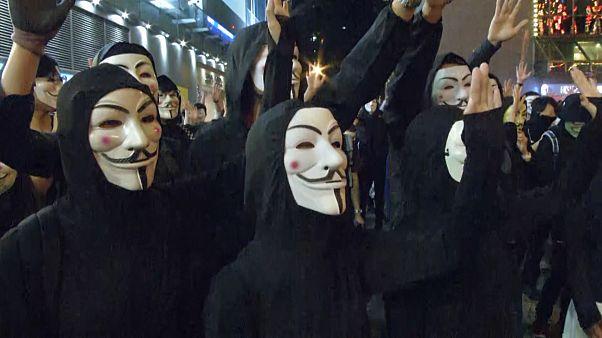 Гонконг: маски вопреки запрету