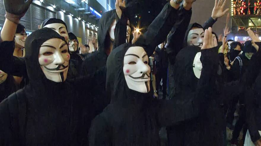 معترضان هنگکنگی با ماسکهای «گای فاکس» در خیابان