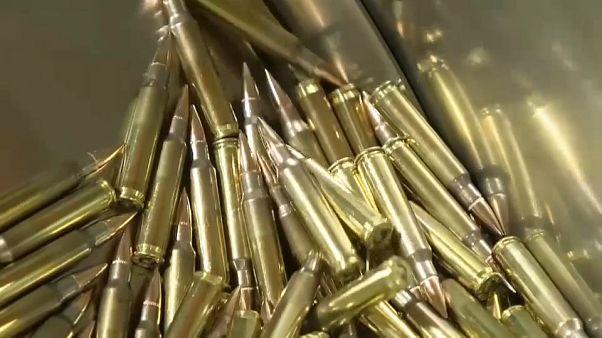 عملية تصنيع للذخيرة في أحد مصانع الإمارات الدفاعية