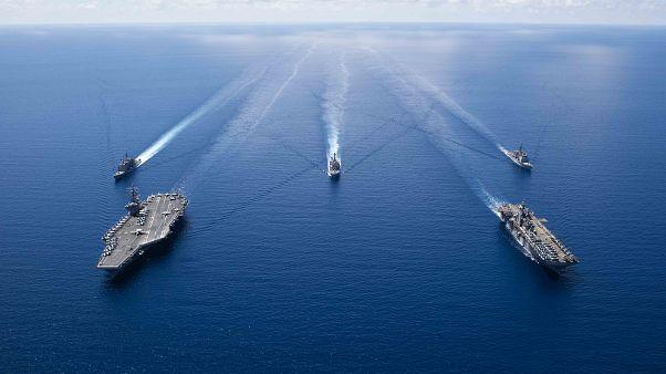 شاهد: البحرية الأمريكية ودول خليجية يشاركون في تدريبات بحرية على بعد 100 كلم من سواحل إيران
