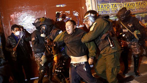 Noche de enfrentamientos y cargas policiales en Bolivia