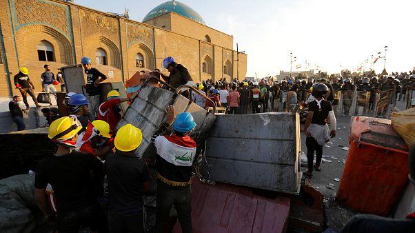 محتجون يغلقون جسر الشهداء الثلاثاء الماضي