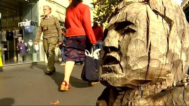 Arte: l'uomo che sussurra ai tronchi d'albero