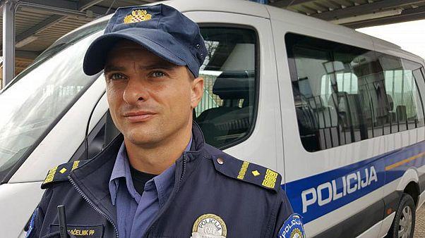 شاهد: الشرطة الكرواتية تعثر على 9 مهاجرين مختبئين داخل سيارة شحن