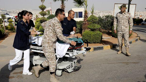 Ürdün'de bıçaklı saldırgan 4'ü turist 8 kişiyi yaraladı