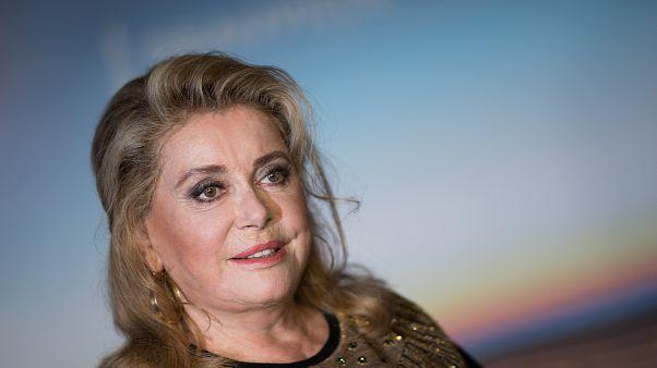 Fransa'nın dünyaca ünlü sinema yıldızı Catherine Deneuve hastaneye kaldırıldı