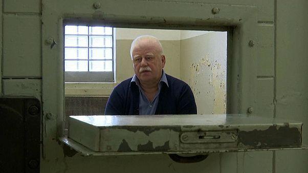 Watch: Former West German prisoner tells a Stasi love story