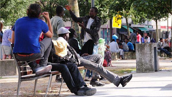 فرانسه برای پذیرش مهاجران کار محدودیتهای کمی و کیفی میگذارد