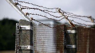 """Ancienne clôture datant de la RDA, photographiée sur le """"Sentier de la frontière interallemande"""" près de Teistungen, en Allemagne, le 4 août 2019."""