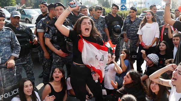 طلاب لبنان يعتصمون مساندة للحراك الشعبي وتحدياً لاستئناف الدروس