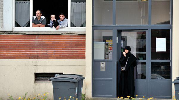 نتیجه یک نظرسنجی: ۴۵ درصد از زنان مسلمان فرانسه تبعیض را تجربه میکنند