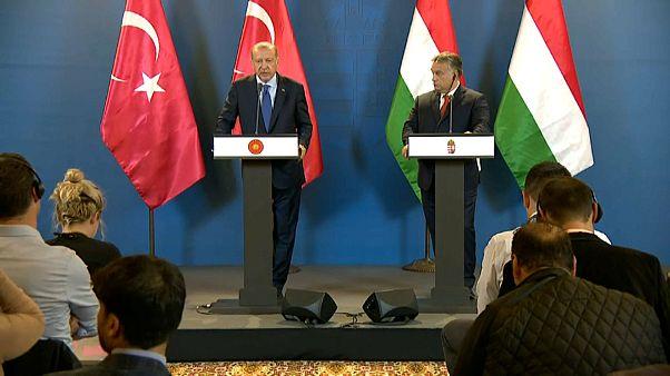 Erdogan busca apoyos estratégicos en Hungría