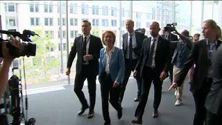 Az Európai Bizottság megválasztott elnöke biztosjelöltet vár a brit miniszterelnöktől