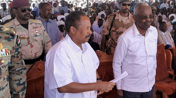 عبد الله حمدوك رئيس الحكومة الانتقالية في السودان خلال كلمة في دارفور