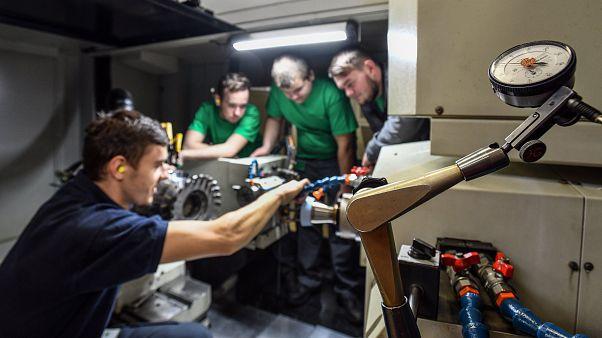 Több mint 250 ezer betöltetlen állás van Magyarországon