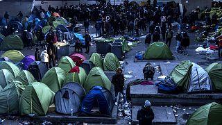 Paris Porte de la Chapelle mahallesinde bir göçmen kampı