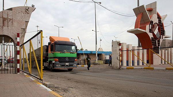 احتجاجات العراق توقف تصدير 90 ألف برميل من النفط الخام وإعادة غلق ميناء أم قصر