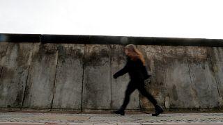 Soğuk Savaş'ın sembolü Berlin Duvarı'nın yıkılışının üzerinden tam 30 yıl geçti