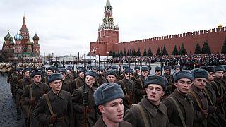 رژه سربازان روس در احترام به یاد قربانیان جنگ دوم جهانی برگزار شد