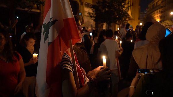 Frauen gehen im Libanon auf die Straße