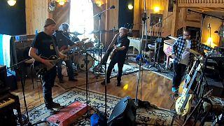 """Neil Young remueve conciencias con """"Colorado"""""""