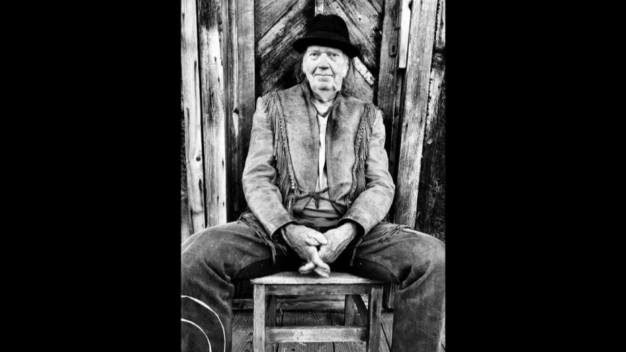 """Neil Young está de volta com """"Colorado"""""""