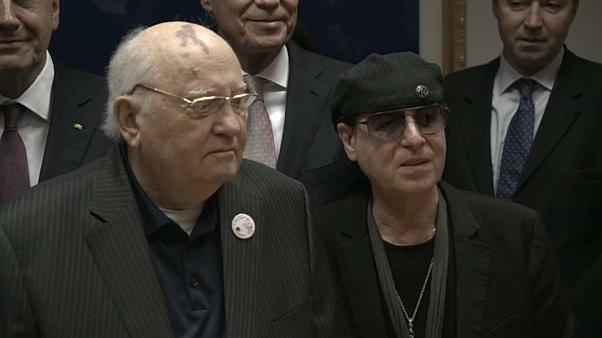 Γκορμπατσόφ και Scorpions μαζί 30 χρόνια μετά την πτώση του τείχους