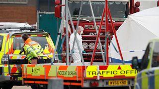 İngiltere'de bir konteyner içinde ölü bulunan 39 kişinin kimliği belirlendi