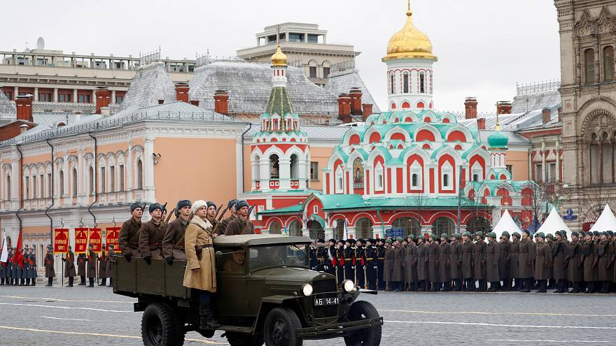 Red Square military parade re-enacts historic 1941 march