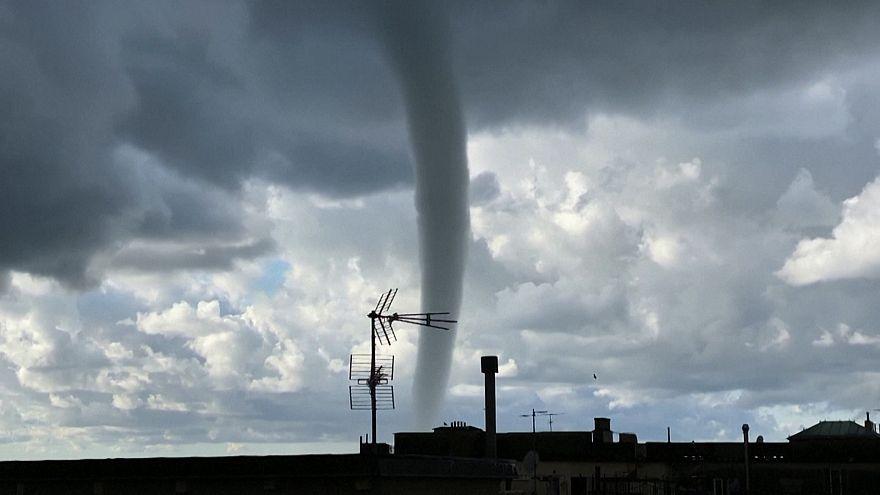 ایتالیا؛ پدیده تنوره دریایی در آسمان جنوا