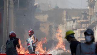 Irak'ta göstericiler ile polis arasında çatışma