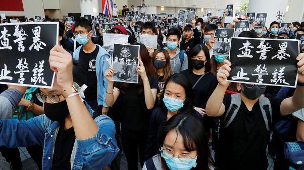 Hong Kong'da gösteriler sırasında ağır yaralanan üniversite öğrencisi hayatını kaybetti