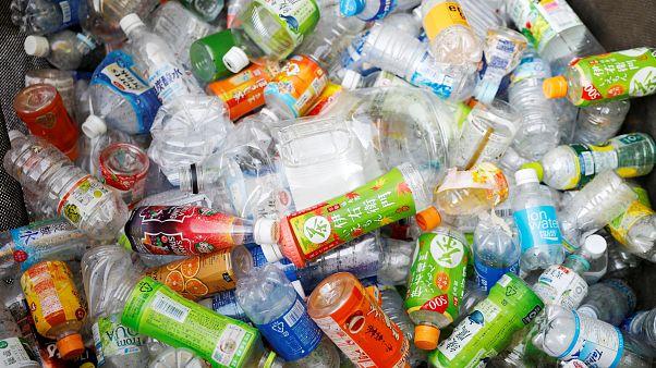 Plastik şişe atıkları