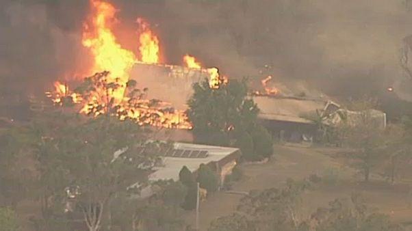 Hatalmas tüzek pusztítanak Ausztráliában, szörnyű körülmények között dolgoznak a tűzoltók