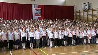 Sok ezer iskolában zengett a lengyel himnusz