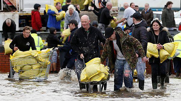Επικίνδυνες πλημμύρες στη βόρεια Αγγλία - Μία γυναίκα νεκρή