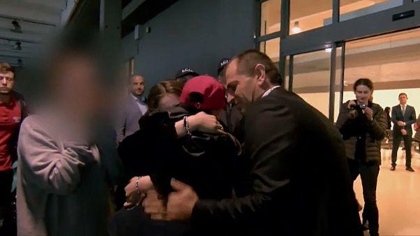 شاهد: أخذته أمه إلى داعش بسوريا وقتلت.. طفل ألباني يعود لحضن والده في إيطاليا