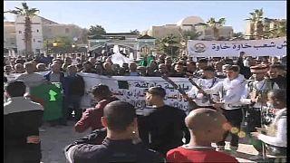 مظاهرات مؤيدة للجيش بمدينتي سطيف وبسكرة