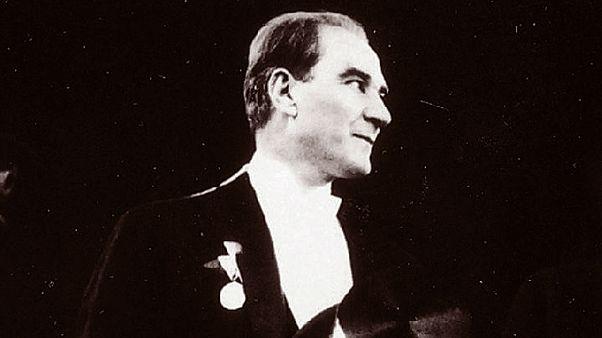 Mustafa Kemal Atatürk, 29 Ekim Cumhuriyet Bayramı Kutlamalarında.