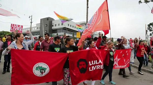 Lula da Silva deixa prisão 580 dias após ter sido fechado atrás das grades