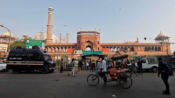 Hindistan Yüksek Mahkemesi, Müslümanlar ve Hindular arasında süren Babri Camisi arazisiyle ilgili davada Hindular lehine karar verdi