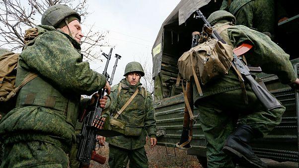 آغاز عقب نشینی ارتش اوکراین و جدایی طلبان از مناطق شرقی
