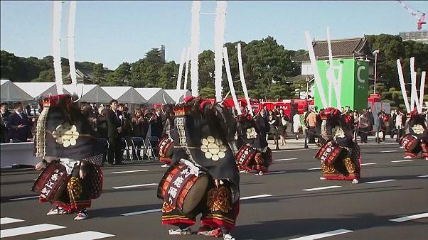 Japonya İmparatoru Naruhito için başkent sokaklarında dans ve müzik