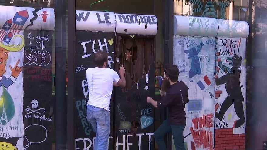 ویدئو؛ دیوار شکلاتی در پاریس فرو ریخت