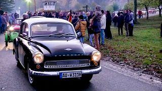 شاهد: الاحتفال بذكرى سقوط جدار برلين بعرض لأشهر سيارات ألمانيا الشرقية