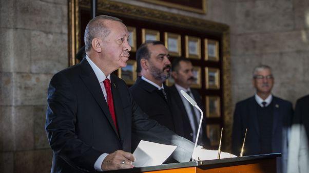 Anıtkabir'de düzenlenen devlet törenine katılan Cumhurbaşkanı Recep Tayyip Erdoğan, Anıtkabir Özel Defterini imzaladı