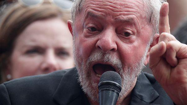 Szabadulása után egy nappal máris a jelenlegi elnököt támadja Lula