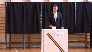 Iohannis favorito en la primera vuelta de las presidenciales en Rumanía