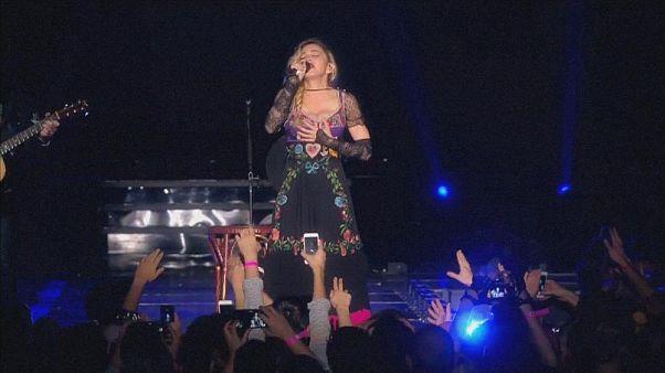 Konserlerine geç başlama alışkanlığı Madonna'yı hayranları ile mahkemelik etti