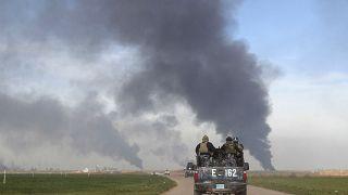 Forze di sicurezza pattugliano una strada nei dintorni di Kirkuk
